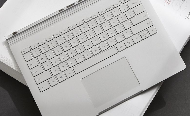 Microsoft Surface Book 2 キーボード
