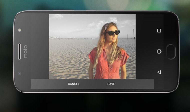 モトローラ Moto G5S Plus 正面