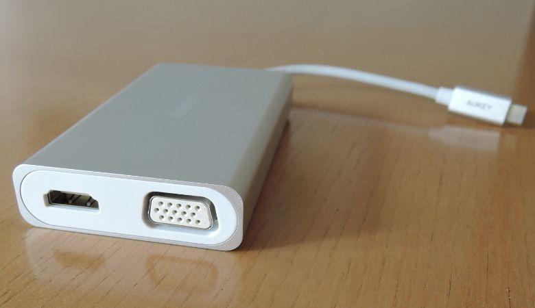 AUKEY USB Type-C ハブ CB-C55 側面1