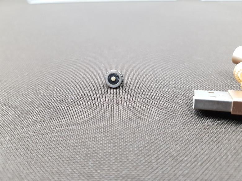 どの向きでも接続できるマグネット着脱式 microUSB充電ケーブル