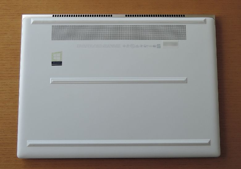 HP Spectre 13(2017年11月モデル)底面