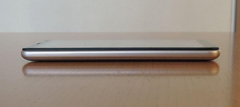 OUKITEL C8 4G 左側面