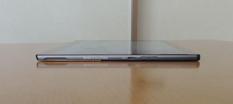 HP Spectre x2 右側面