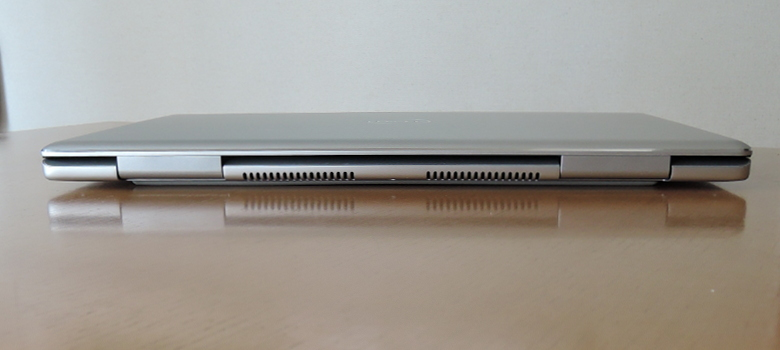 DELL Inspiron 15 7000(7570)背面