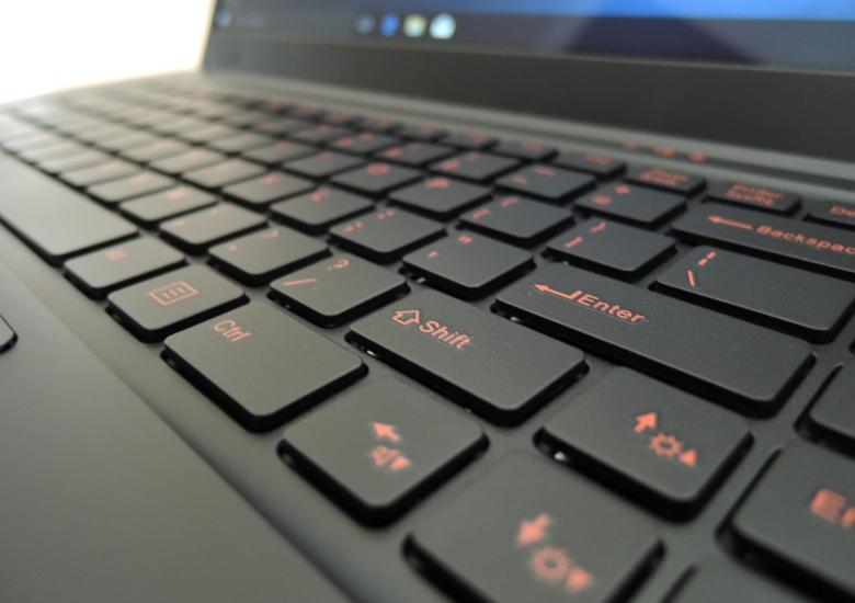 T-bao Tbook X8S Pro キーボード拡大