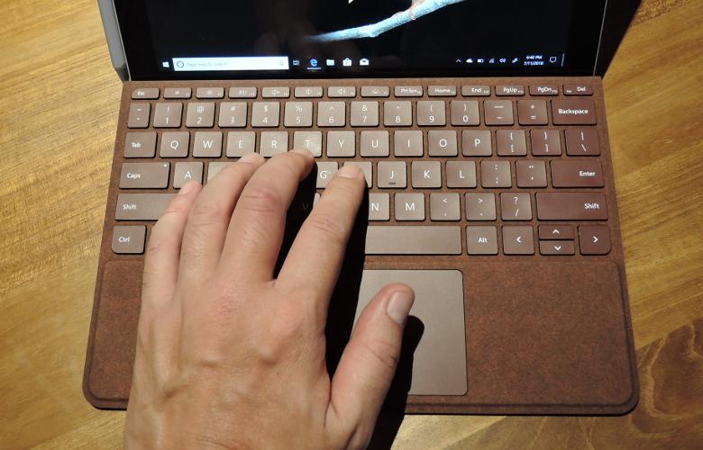 Microsoft Surface GO 実機