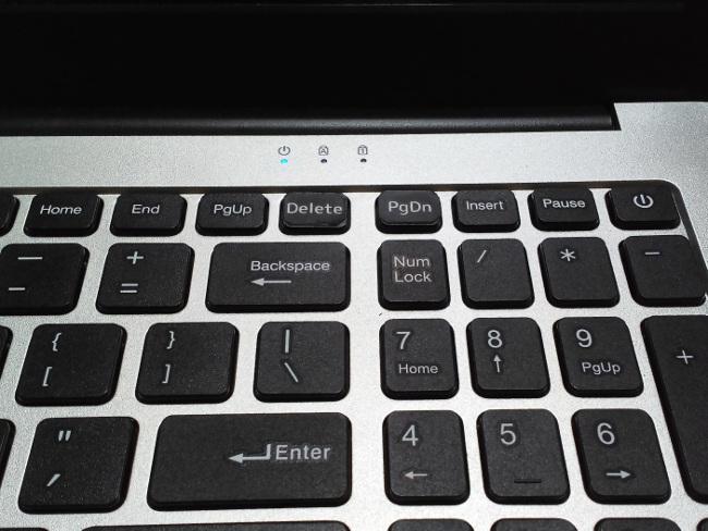 ラミネートシールでキーボードステッカー