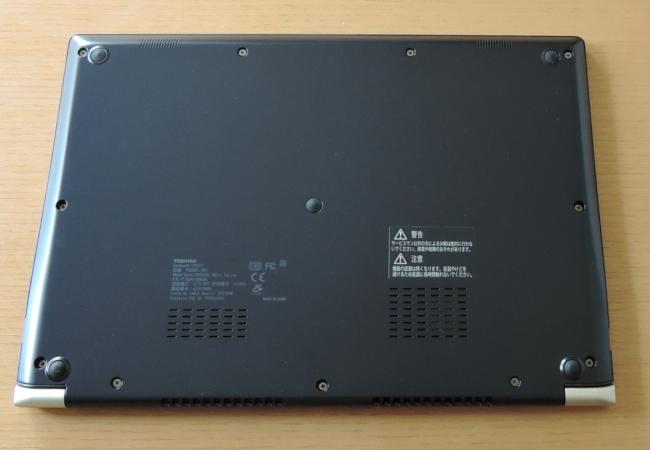 東芝 dynabook UZ63/F 底面