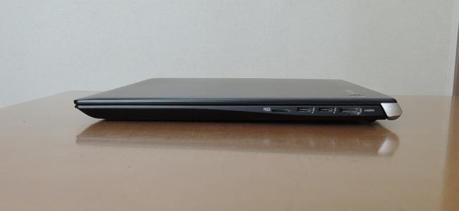 東芝 dynabook UZ63/F 右側面