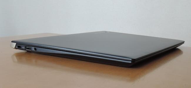 東芝 dynabook UZ63/F 左側面