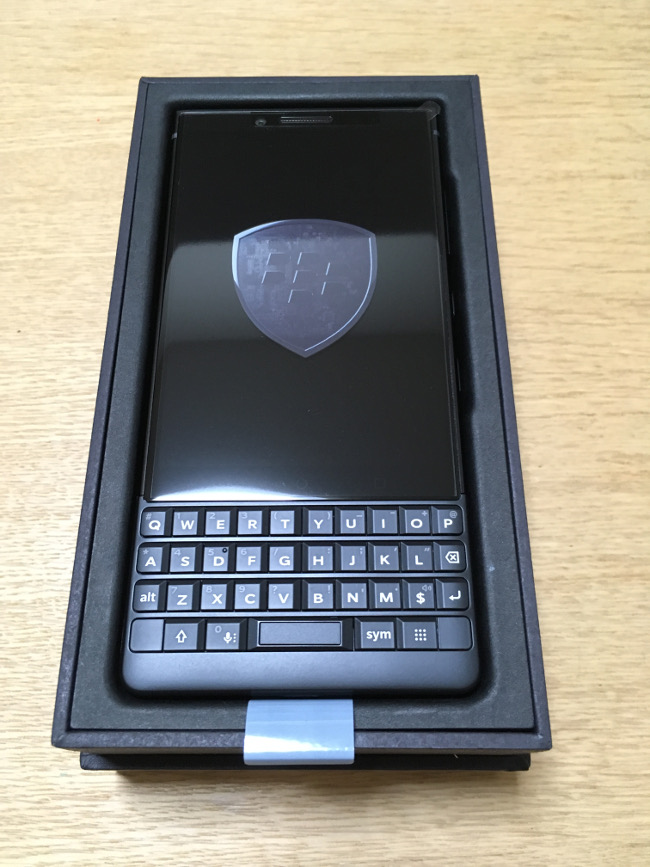 BlackBerry KEY2 本体