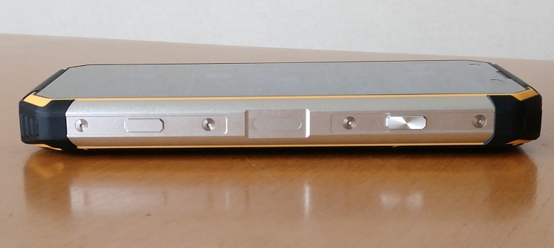 BV9500 右側面