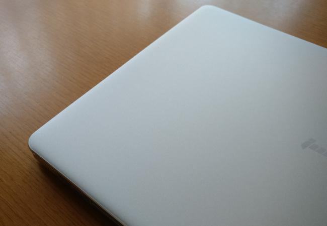 Jumper EZbook X4 天板拡大