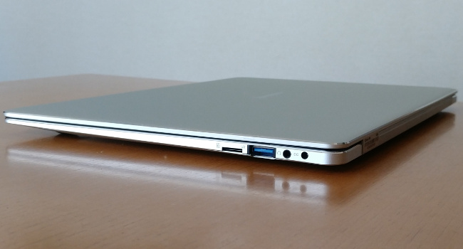 Jumper EZbook X4 右側面
