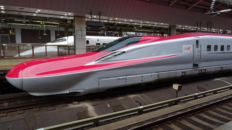 壁と行く列車の旅