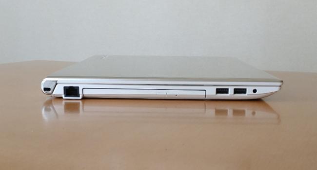 東芝 dynabook AZ65/G 左側面