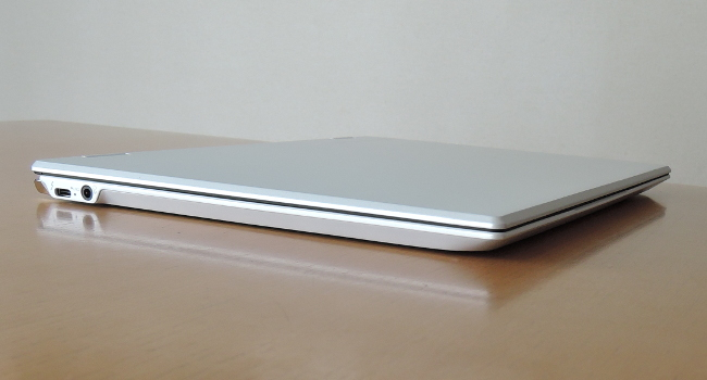 東芝 dynabook VZ82/F 左側面