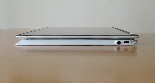 東芝 dynabook VZ82/F タブレットモード時側面