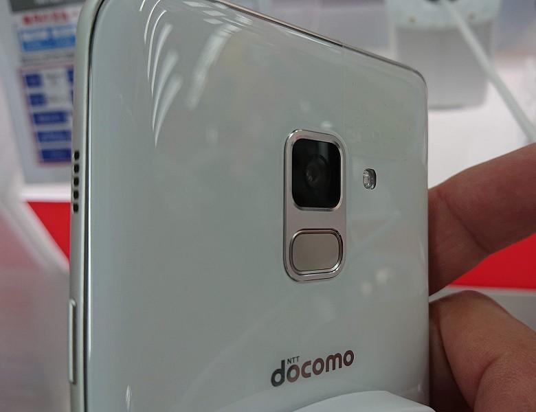 カメラ周りのデザインもS9に似たデザインに