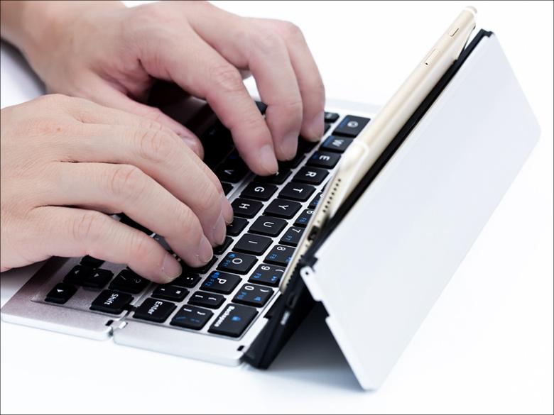 上海問屋  折りたたみBluetoothキーボード DN-915443