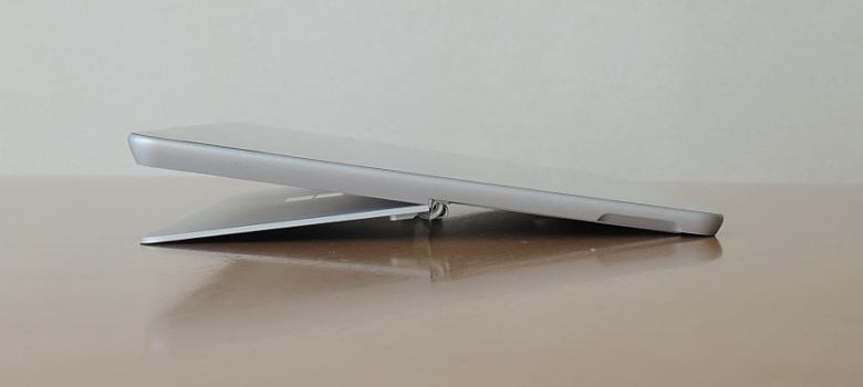 Microsoft Surface Go キックスタンド最大