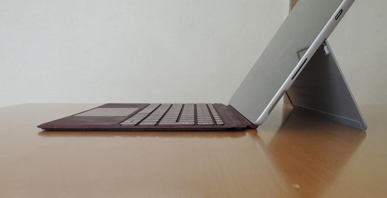 Microsoft Surface Go キーボード角度2