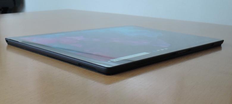 Microsoft Surface Pro 6 左側面