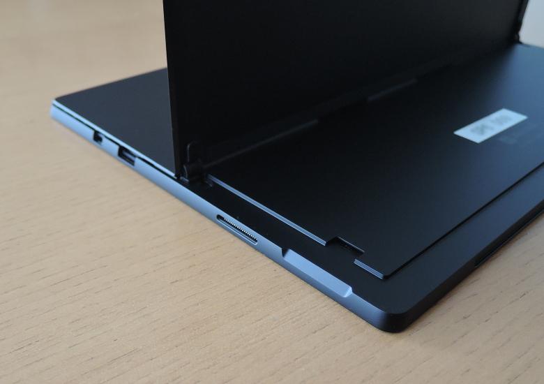 Microsoft Surface Pro 6 右側面