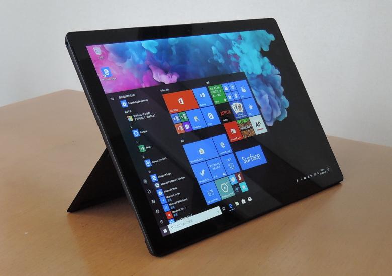 Microsoft Surface Pro 6 キックスタンドで自立