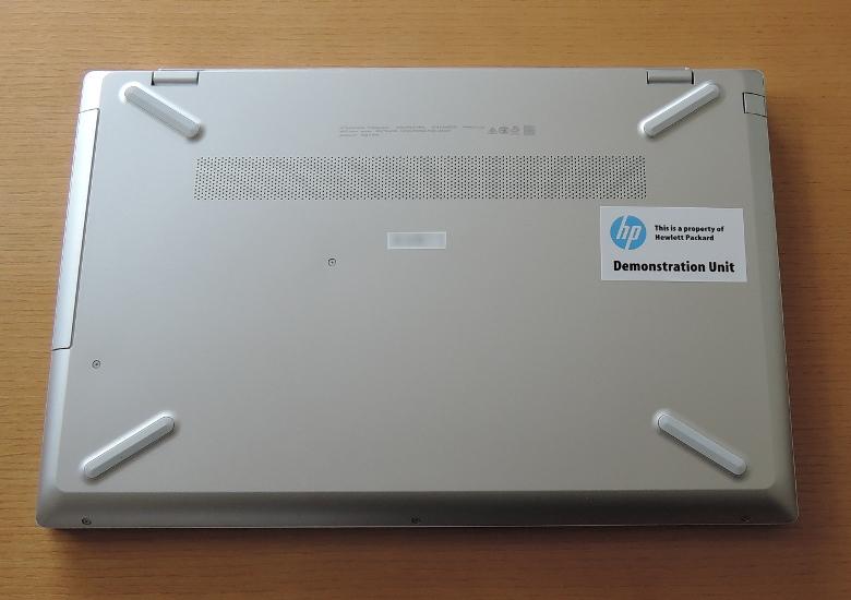 HP Pavilion 15-cu0000 底面