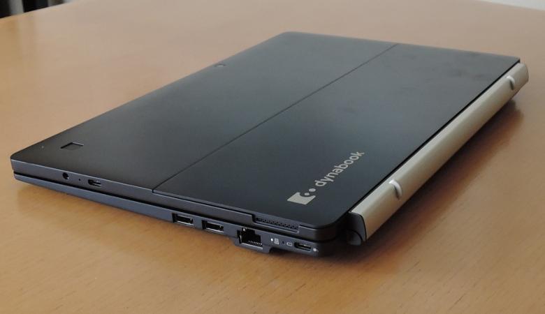 東芝 dynabook DZ83/J キーボードドック接続
