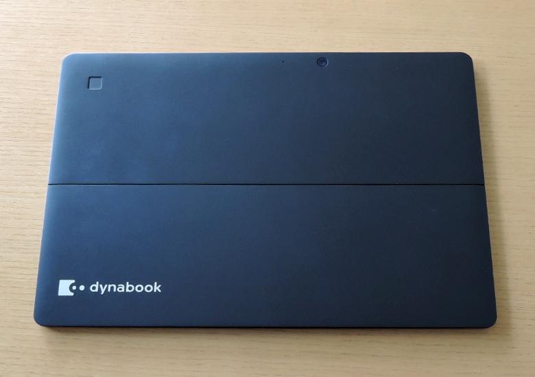 東芝 dynabook DZ83/J 背面