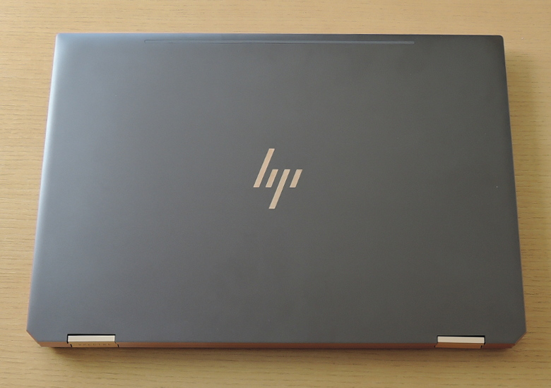 HP Spectre x360 15 天板