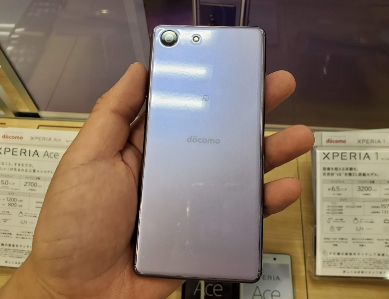Xperia Ace SO-02L 店頭モック背面