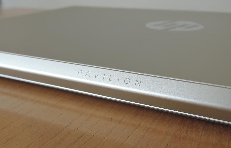 HP Pavilion 13-an0000 背面ロゴ