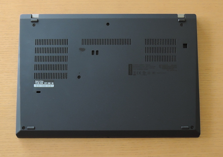 Lenovo ThinkPad T490 底面