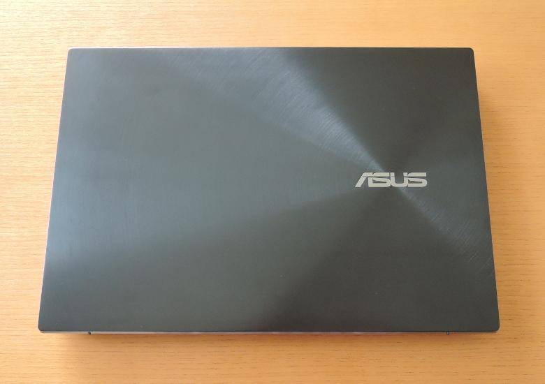 ASUS ZenBook Pro Duo UX581GV 天板