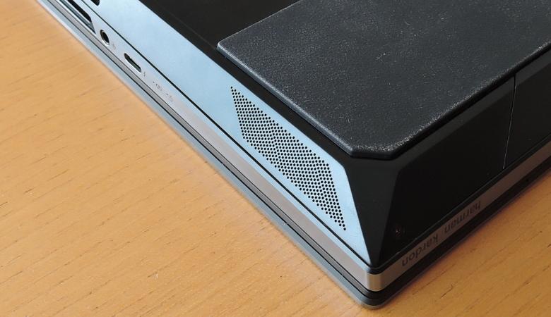 ASUS ZenBook Pro Duo UX581GV スピーカー