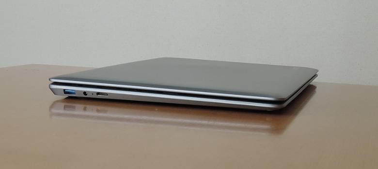 CHUWI HeroBook 左側面