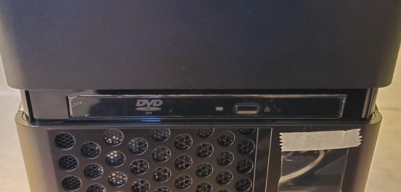 Lenovo Legion T730 光学ドライブ