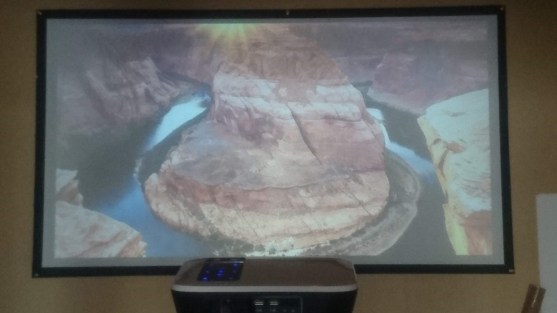 TOPRCIS T8 Full HD プロジェクター 少しくらい部屋で投影