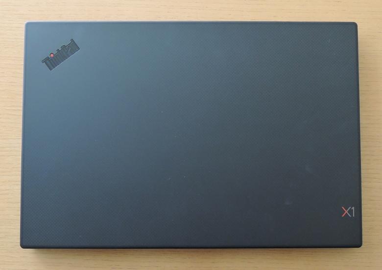 Lenovo ThinkPad X1 Carbon 2019 天板