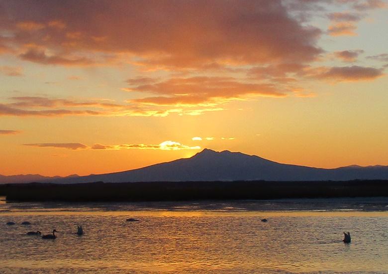 知床半島から昇る朝日