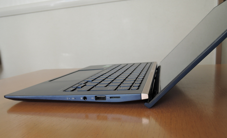 ASUS ZenBook 14 UX434FL エルゴリフトヒンジ