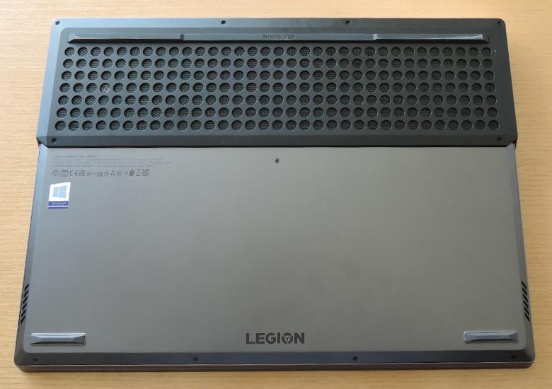 Lenovo Legion Y740(17) 底面
