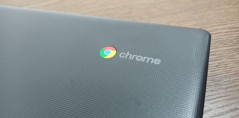 Lenovo Chromebook S330 外装はエンボス加工