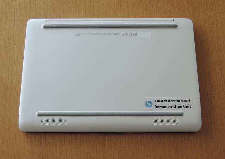 HP Stream 11-ak0000 底面