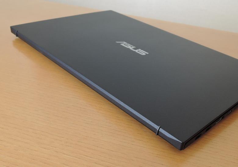 ASUS ExpertBook B9 レビュー