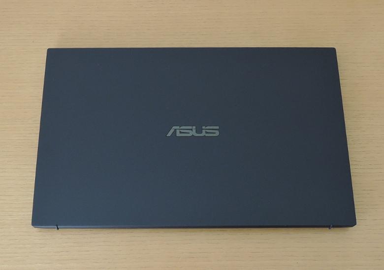ASUS ExpertBook B9 レビュー 天板