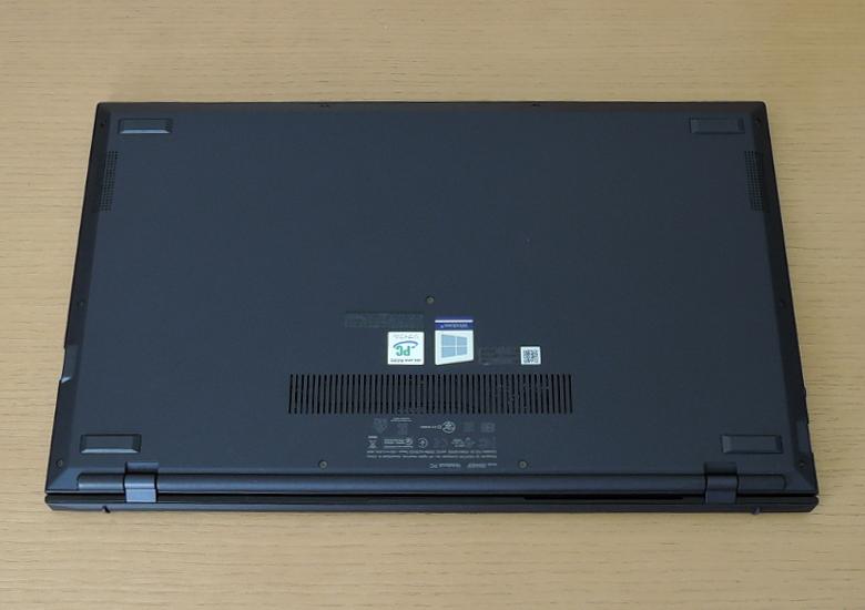 ASUS ExpertBook B9 レビュー 底面
